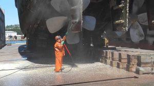 remoção de cracas em casco de navio rio grande porto alegre