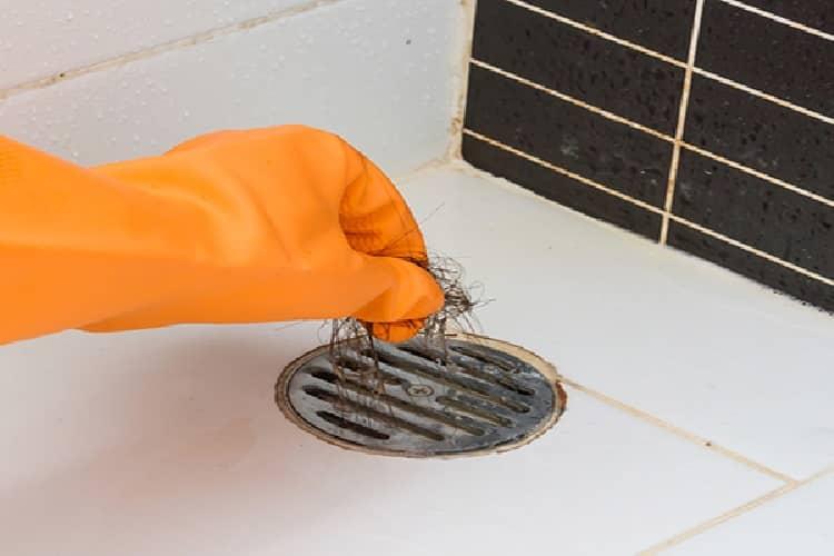 cinco maneiras de desentupir o ralo do banheiro