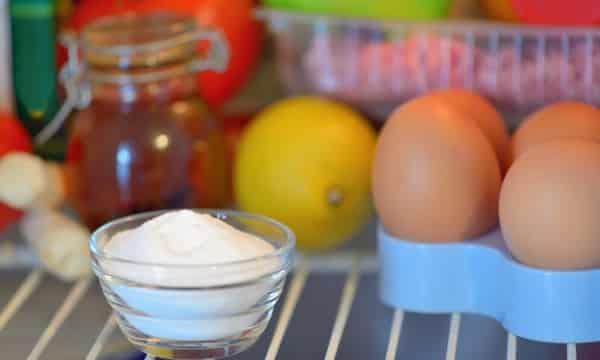 bicarbonato de sódio na geladeira para eliminar o mau cheiro