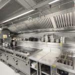A importância da limpeza em cozinhas industriais