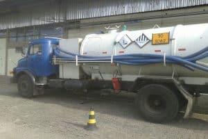 caminhão azul advento limpa fossa em porto alegre