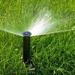 regar o gramado em horários pré-estabelecidos