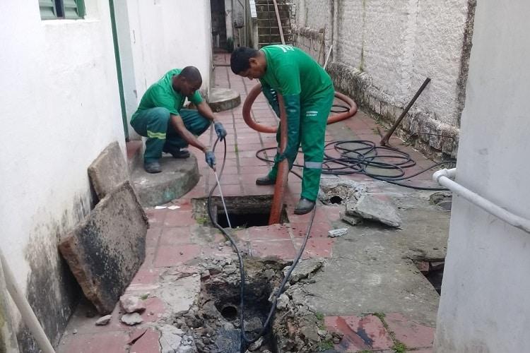 desentupimento de esgoto com hidrojateamento